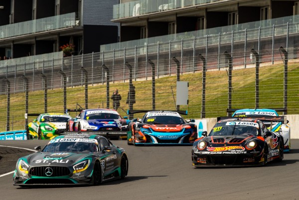 HACKETT AND STOREY TAKE THE FLAG IN HAMPTON DOWNS AUSTRALIAN GT QUALIFYING RACE
