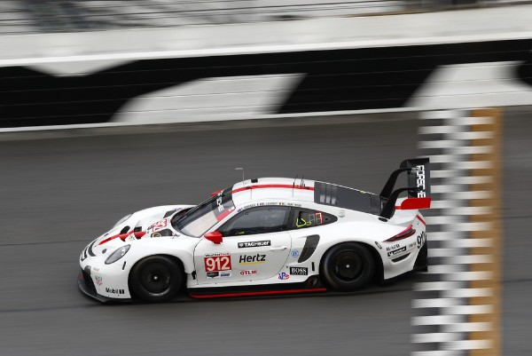 PORSCHE 911 RSR CELEBRATES SUCCESSFUL USA PREMIERE WITH DOUBLE PODIUM AT DAYTONA